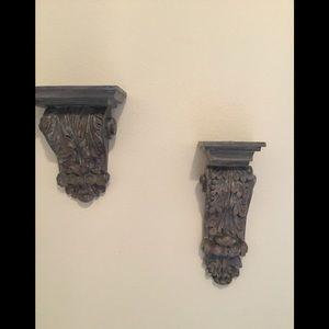 Decorative corbel shelves